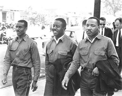 Fred Shuttlesworth (left), Ralph D. Abernathy (center)  and Martin Luther King Jr.(right)  in spring 1963 in Birmingham.