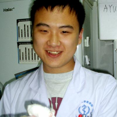 Dr. Chunzhang Yang in the lab.